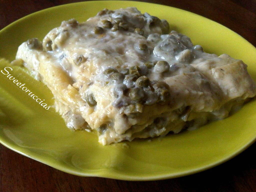 Lasagne con carciofi, piselli e besciamella