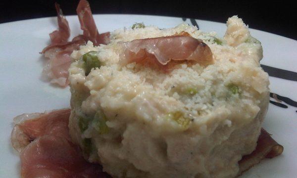 Pollo in Crema di Parmigiano su Letto di Speck Croccante