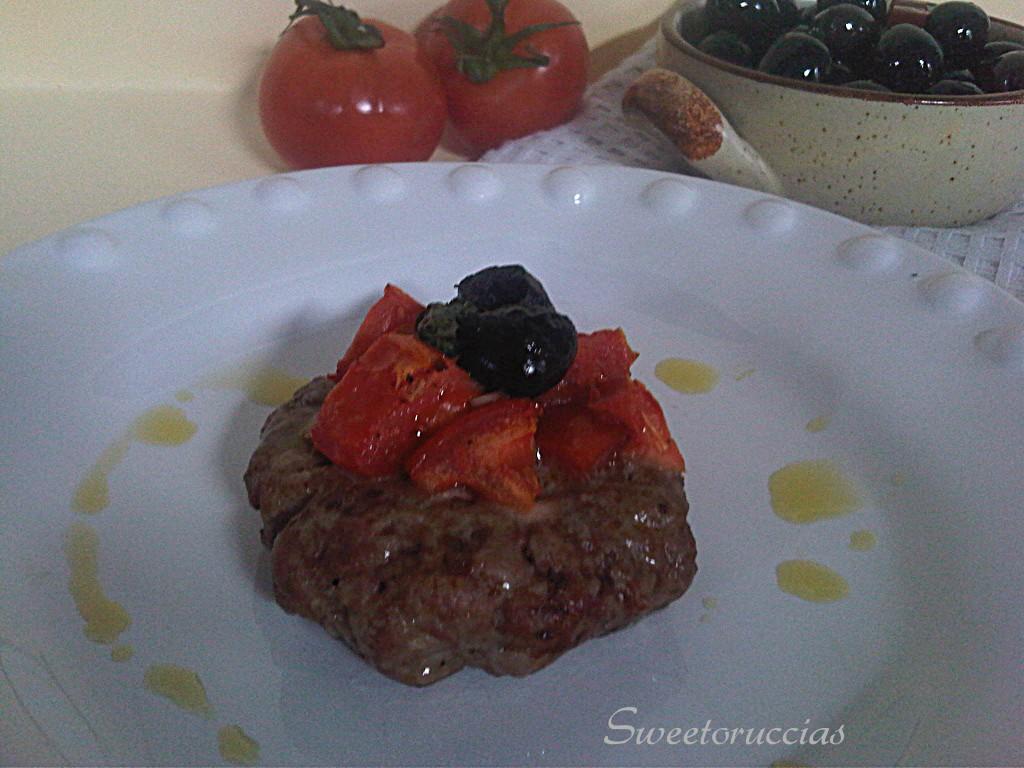 Hamburger al Forno con Pomodoro e Olive