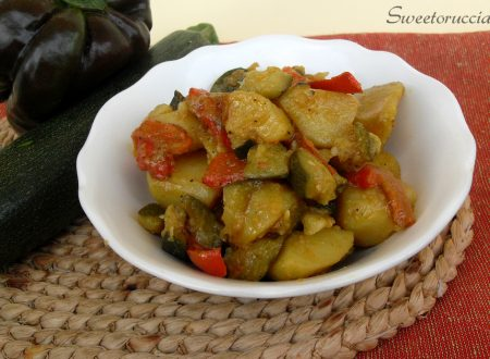 Contorno di zucchine, peperoni e patate con curcuma e paprika