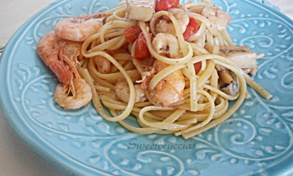 Spaghetti alla seppia e gamberetti