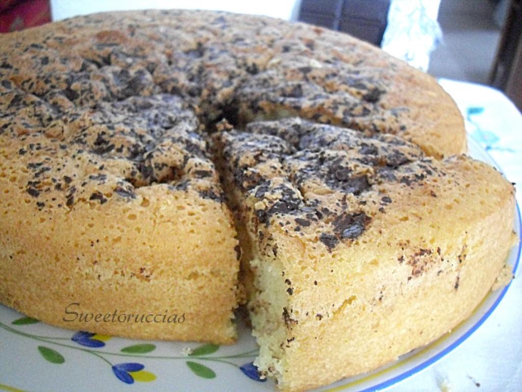 Torta stracciatella con panna e cioccolato