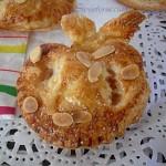 Fagottini di pasta sfoglia con mele e mandorle