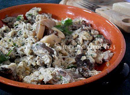 Uova strapazzate con funghi porcini e provola