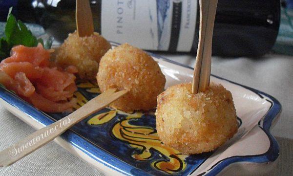 Arancini al salmone finger food