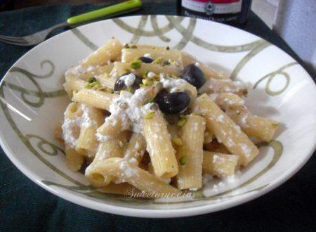 Pasta con la ricotta olive e pistacchio