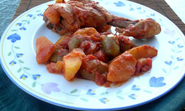 Pollo in casseruola con olive ai peperoni
