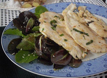 Petto di pollo agli aromi con insalatina