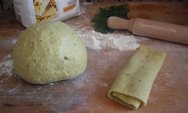 Pasta fresca alle erbe aromatiche