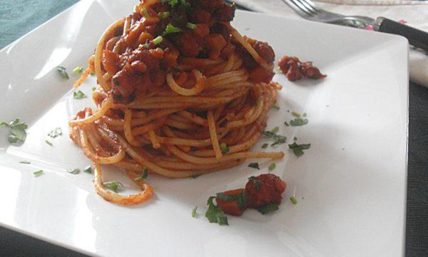 Spaghetti con ragù di polpo