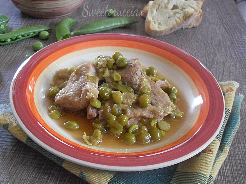 Spezzatino di maiale con piselli e salsa di soia