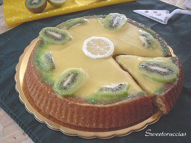 Crostata morbida con lemon curd e kiwi