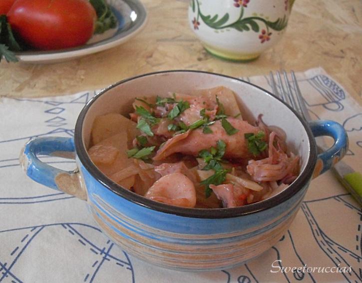 Calamaretti e bottarga di tonno con patate in umido