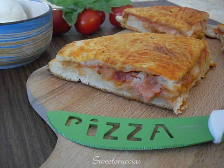 Come preparare una pizza imbottita