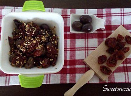 Condimento per pasta o bruschetta alle olive e pomodoro secchi