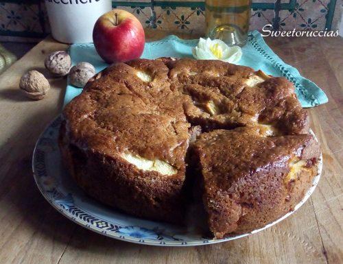 Torta di mele con yogurt e noci