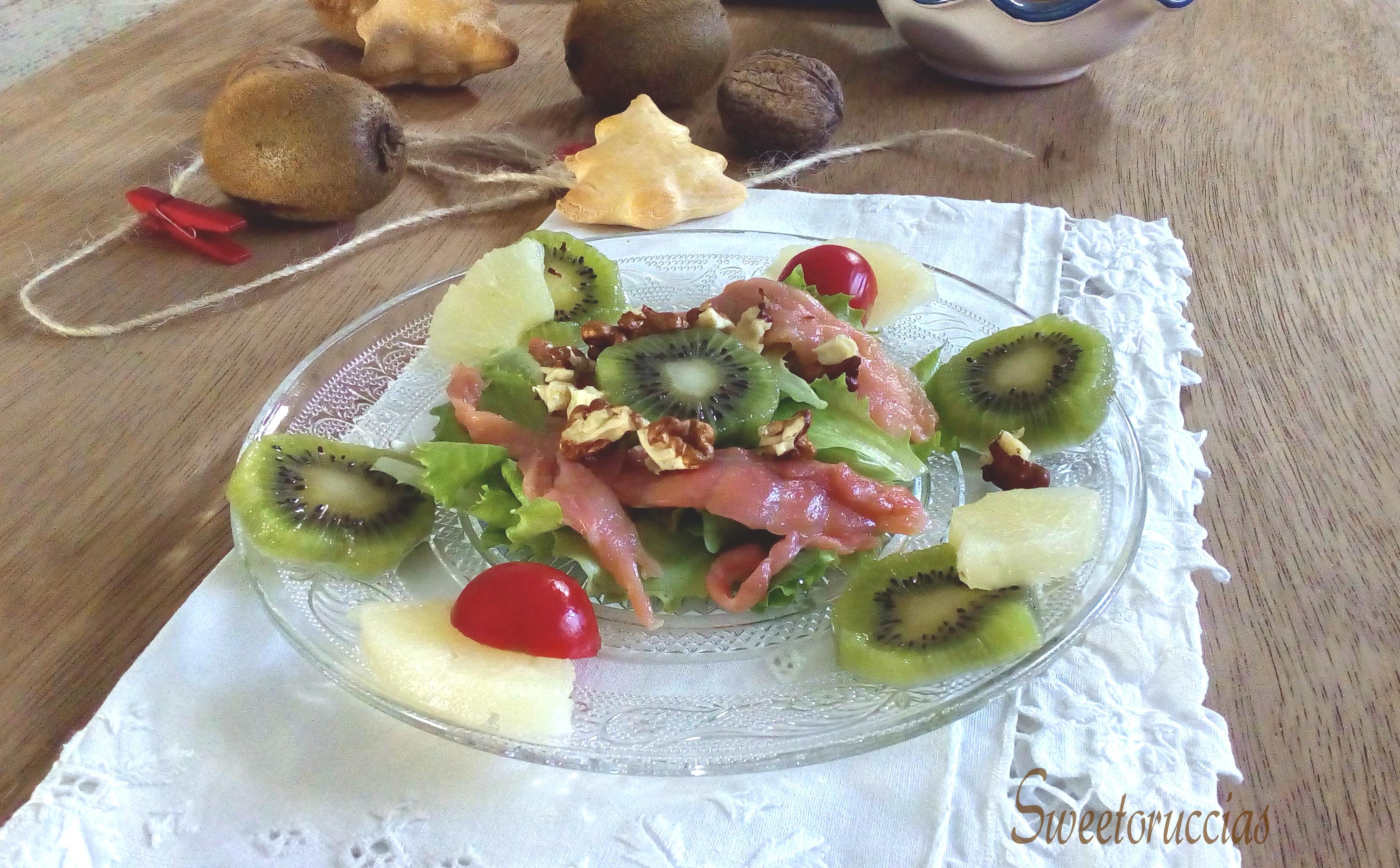Insalata al kiwi con salmone e frutta secca sweetoruccias for Frutta con la o iniziale
