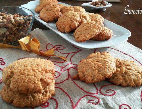 Biscotti con muesli cioccolato e nocciole speziati
