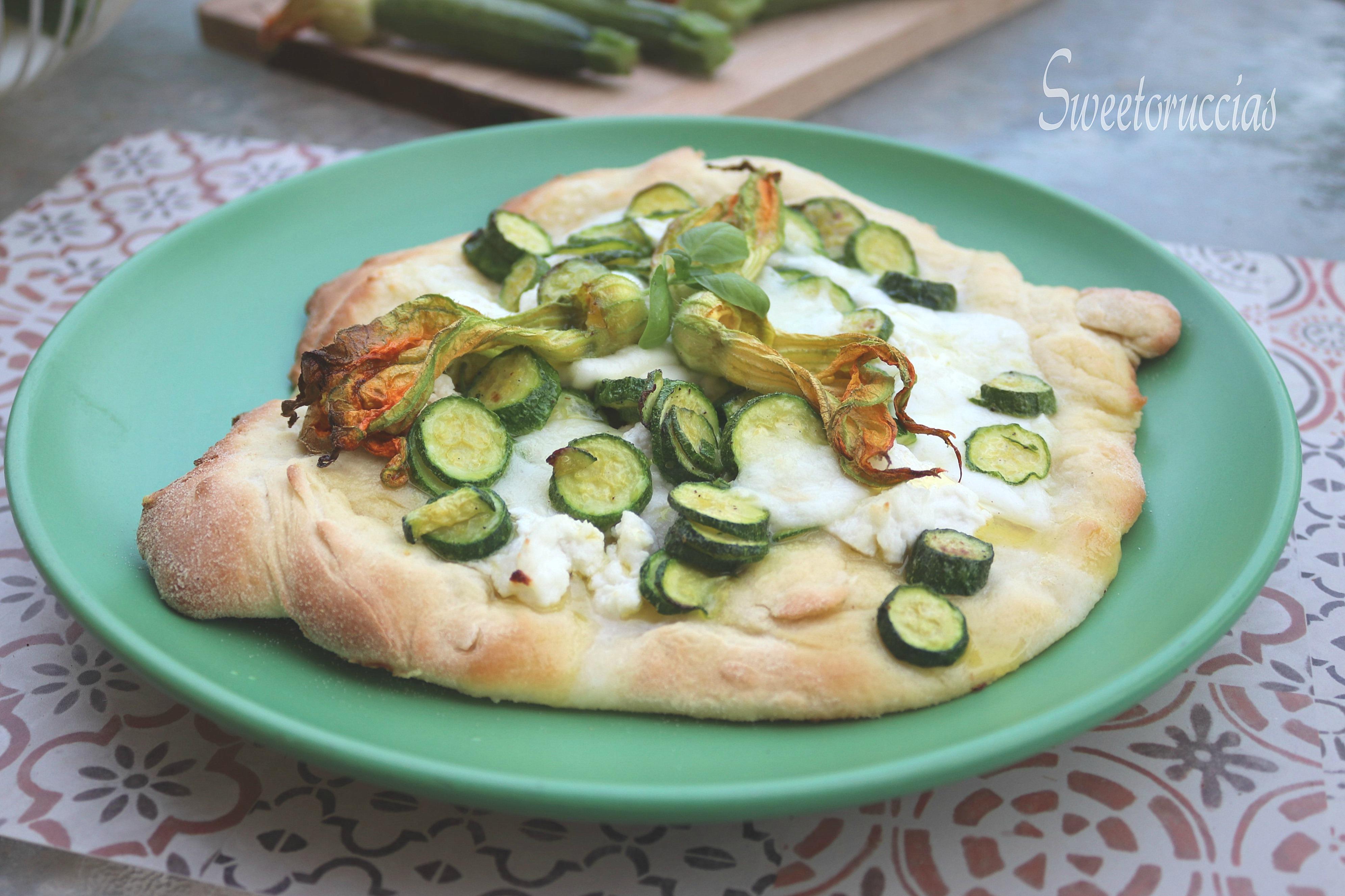 Pizza con ricotta di bufala e zucchine