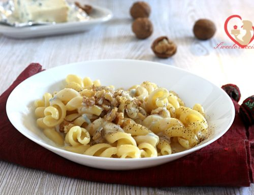 Pasta con crema di gorgonzola e noci
