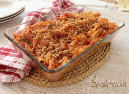 Pasta con la mollica e acciuga al forno ricetta gustosa