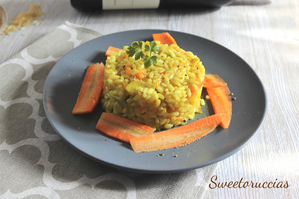 Risotto con porri e carote profumato al curry