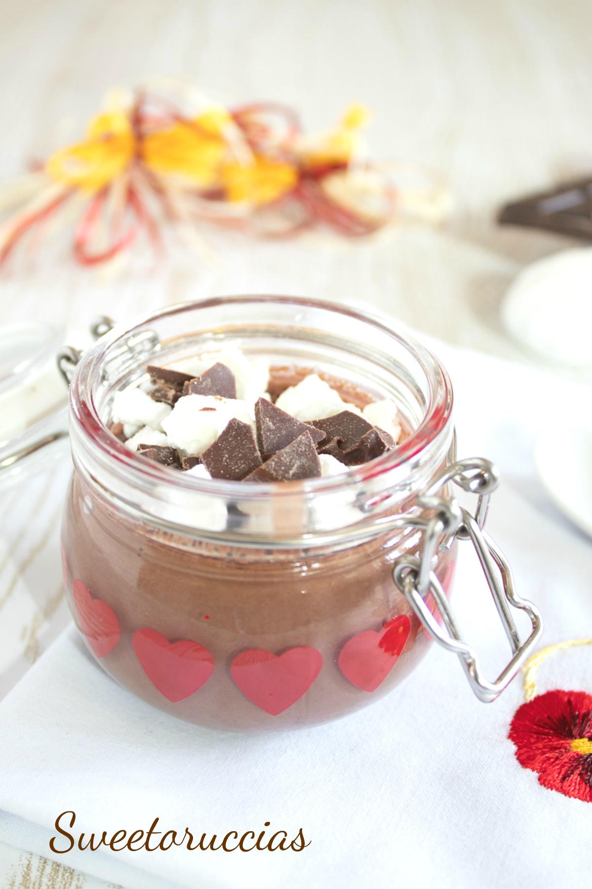 Budino al cioccolato fondente e meringhe