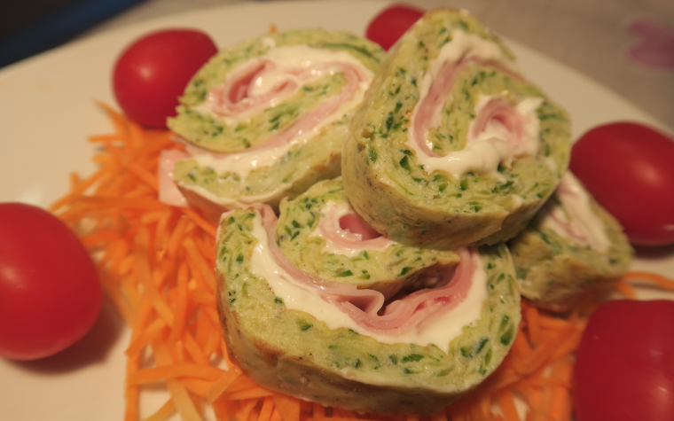 Rotolo di frittata con le zucchine