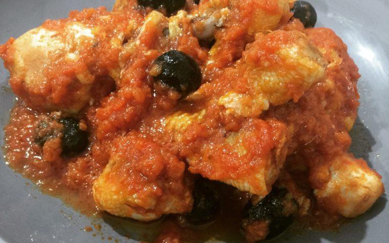 Cosce di pollo al pomodoro e olive nere con Bimby TM5