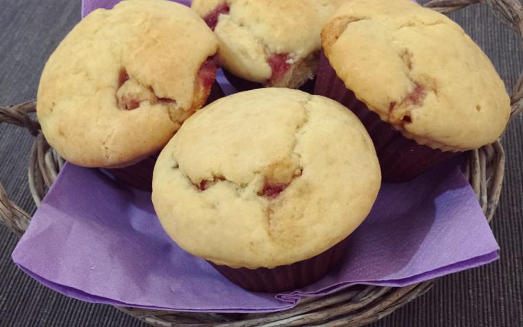 Muffin ripieni di marmellata di lamponi