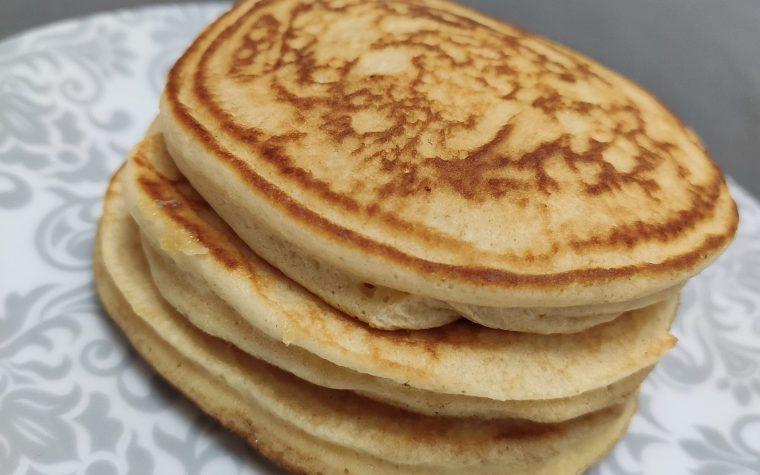 Pancake senza zucchero con burro d'arachidi