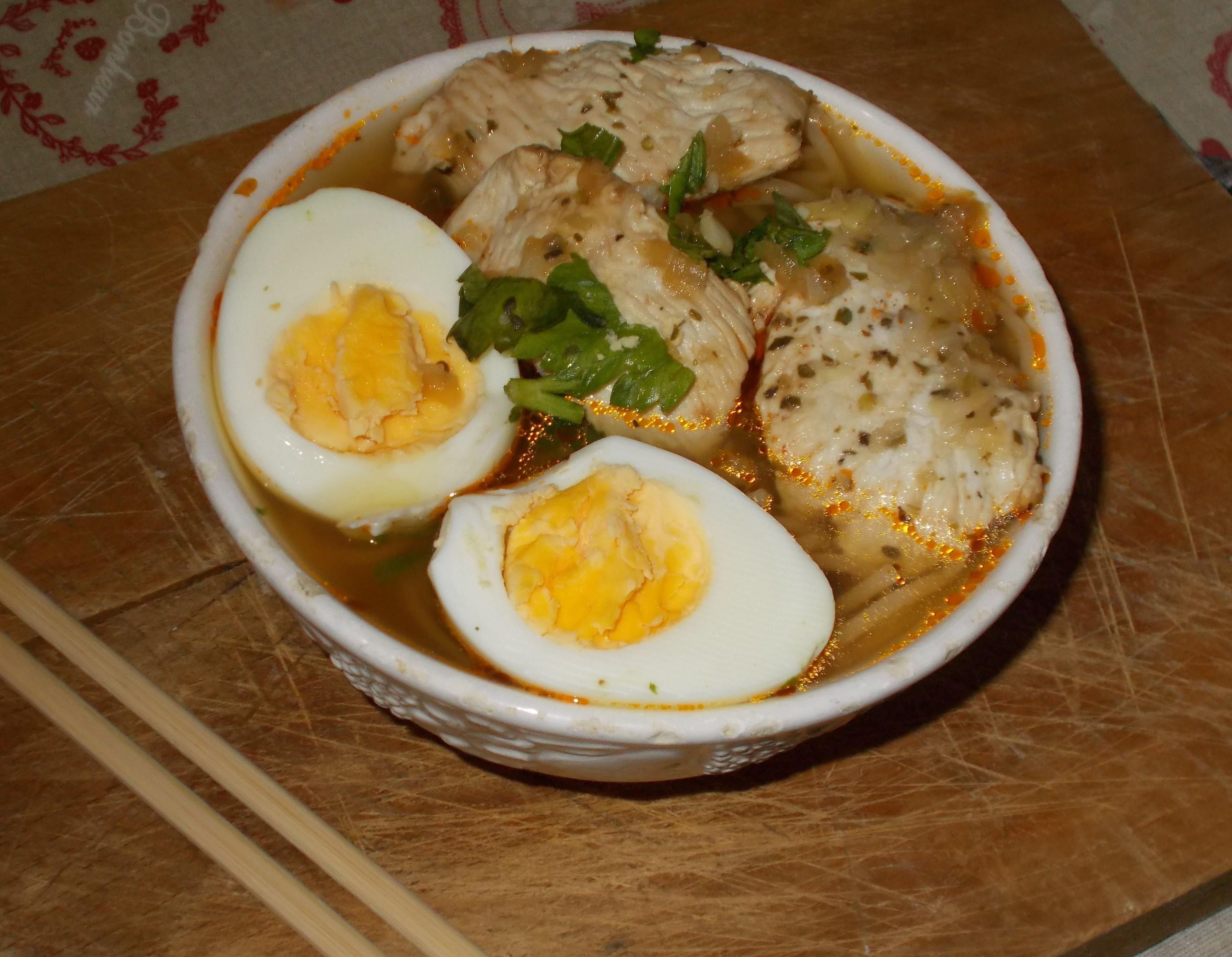 Ramen di pasta integrale con petto di pollo