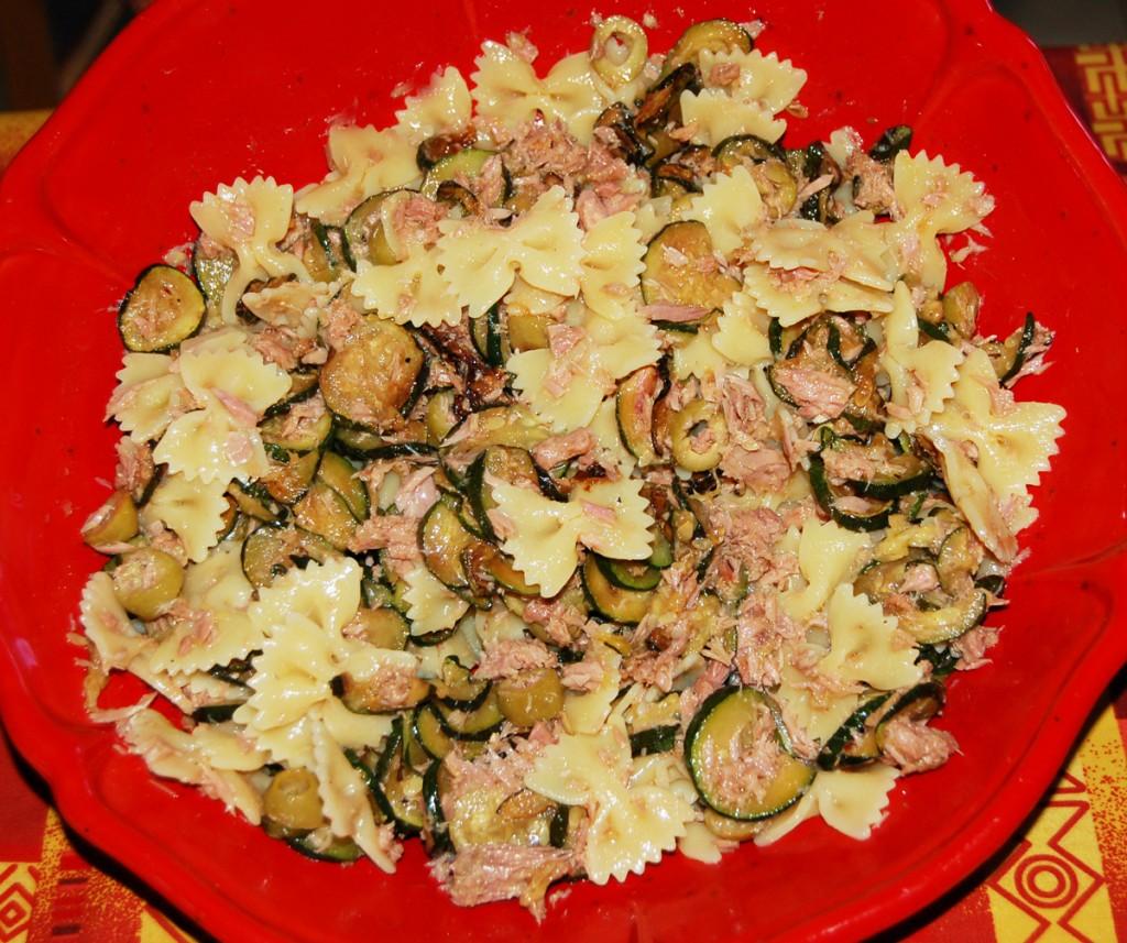 Pasta fredda con zucchine e tonno a tavola con elvezia - A tavola con guy ricette ...