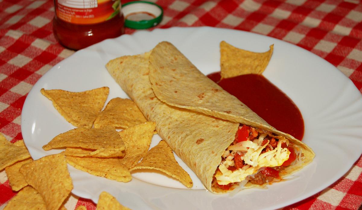 Tortillas ripieni di carne e peperoni
