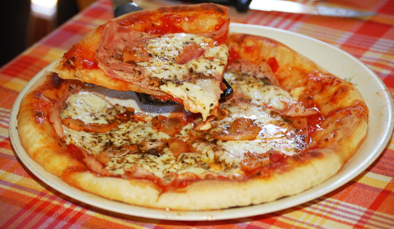 Pizza al prosciutto e funghi
