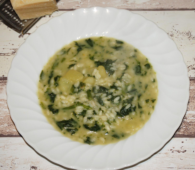 Minestra di riso con spinaci freschi