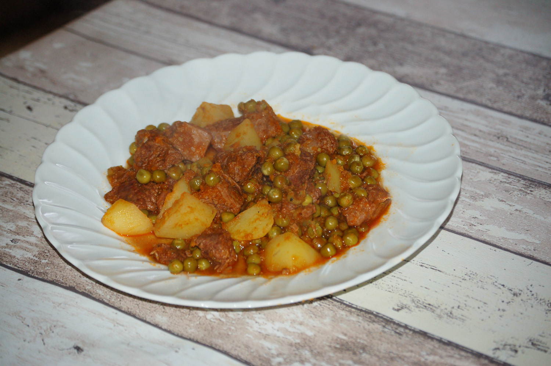 Spezzatino con patate e piselli