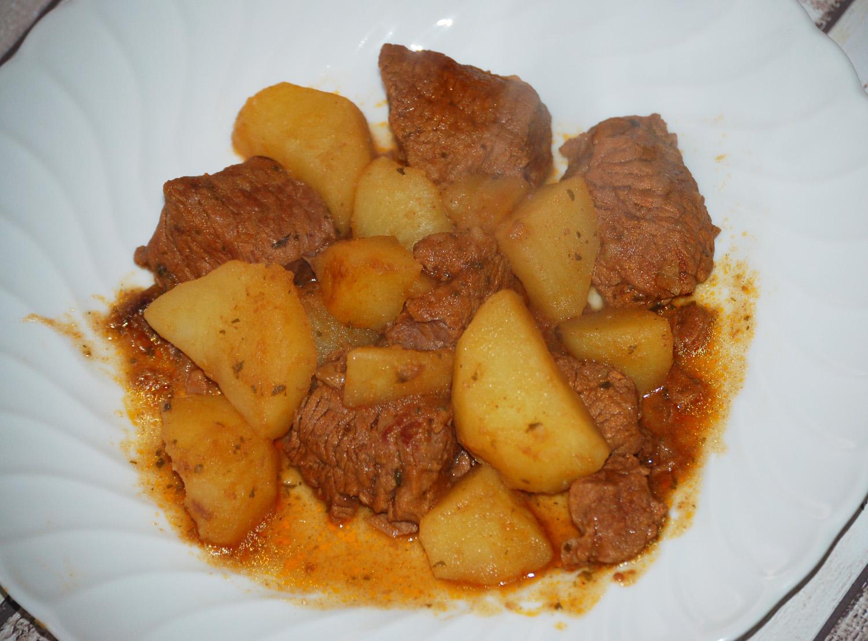 Spezzatino con funghi secchi e patate