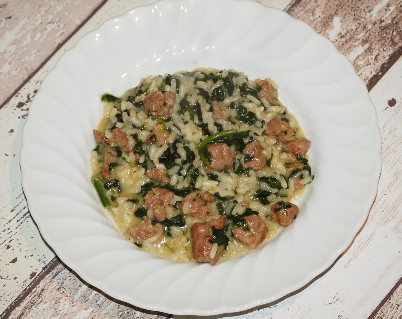 Risotto con salsiccia, spinaci e robiola