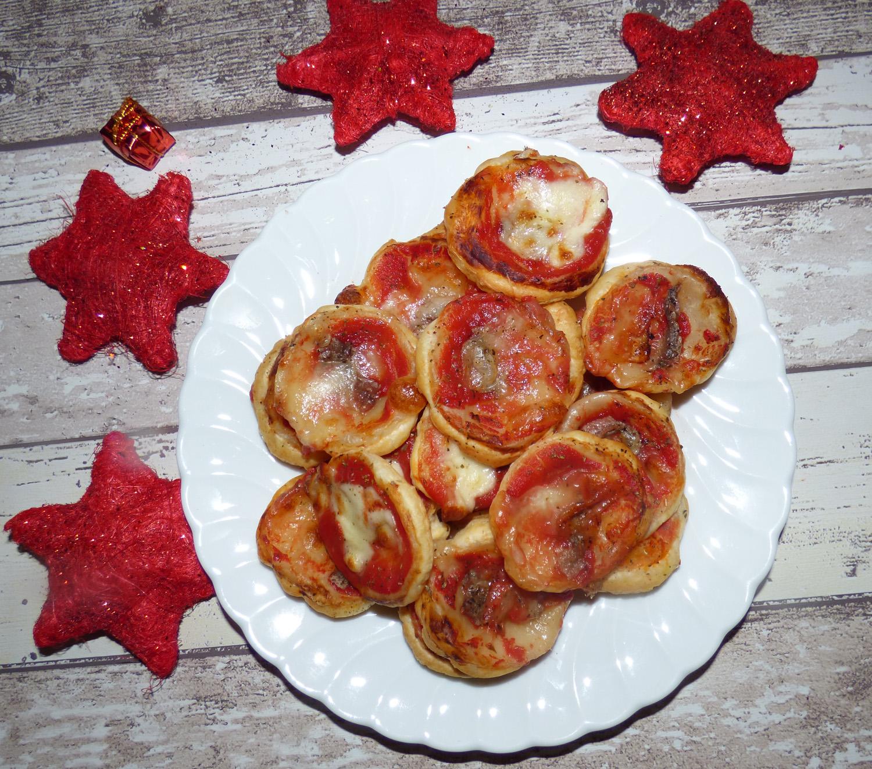 ricette pasta sfoglia ricette pizzette di pasta sfoglia a tavola con elvezia