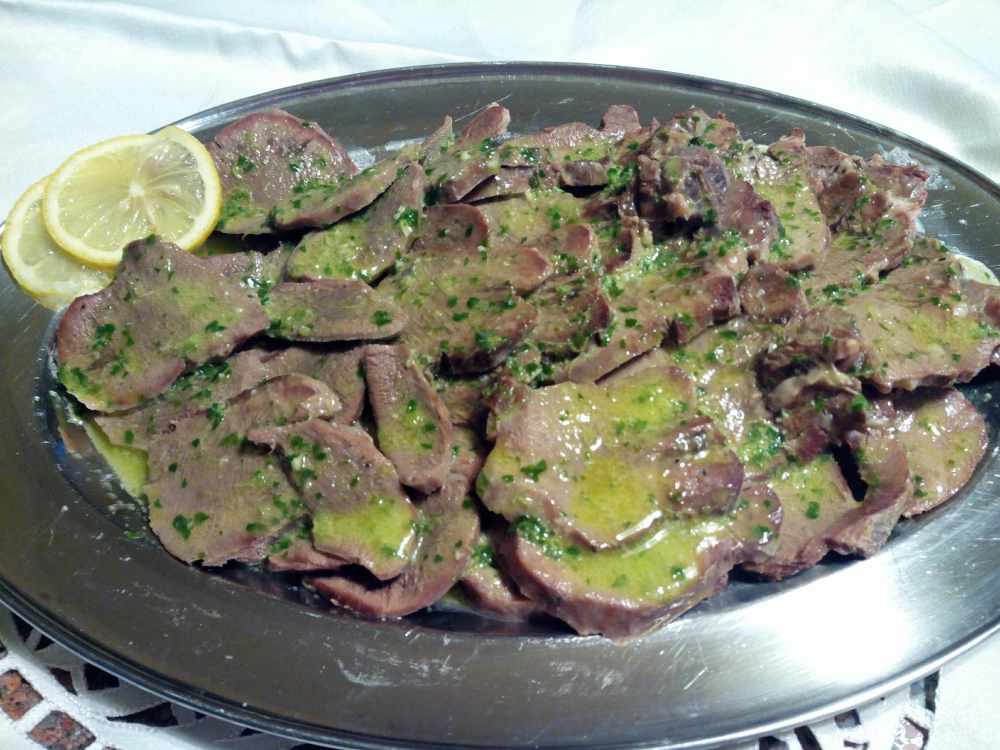 Lingua di vitello in salsa al limone.