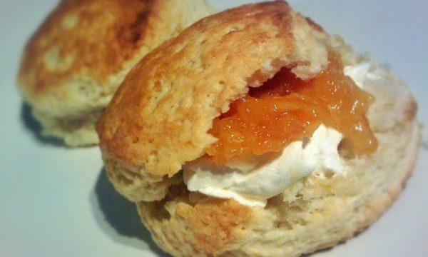 Ritz Hotel Scones di yogurt pesca e crema di formaggio Philadelphia