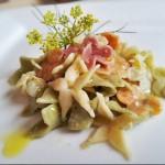 I nostri fiori di pasta con parmigiano, olio d'oliva e iori di finocchio.