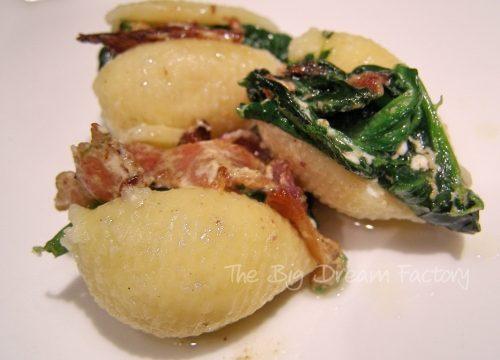 Conchiglioni ripieni con prosciutto e spinaci
