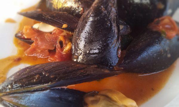 Cozze con aglio e peperoncino