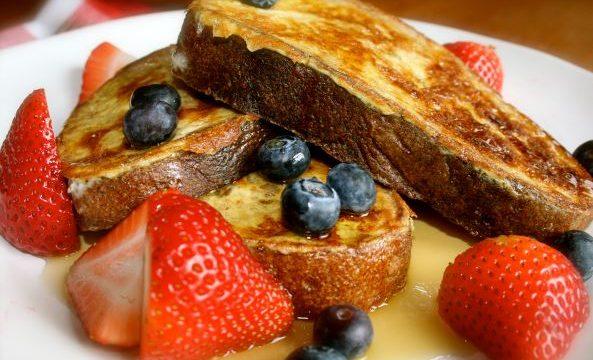 Toast alla francese con frutta