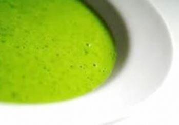 Zuppa cremosa di piselli e menta