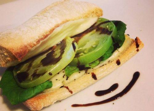 Felice pomodoro e mozzarella panini verde