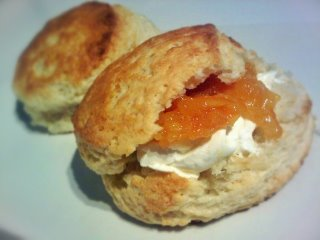 peach_yogurt_scones_marmalade_320