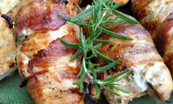 Cosce di pollo con pancetta e zucchini